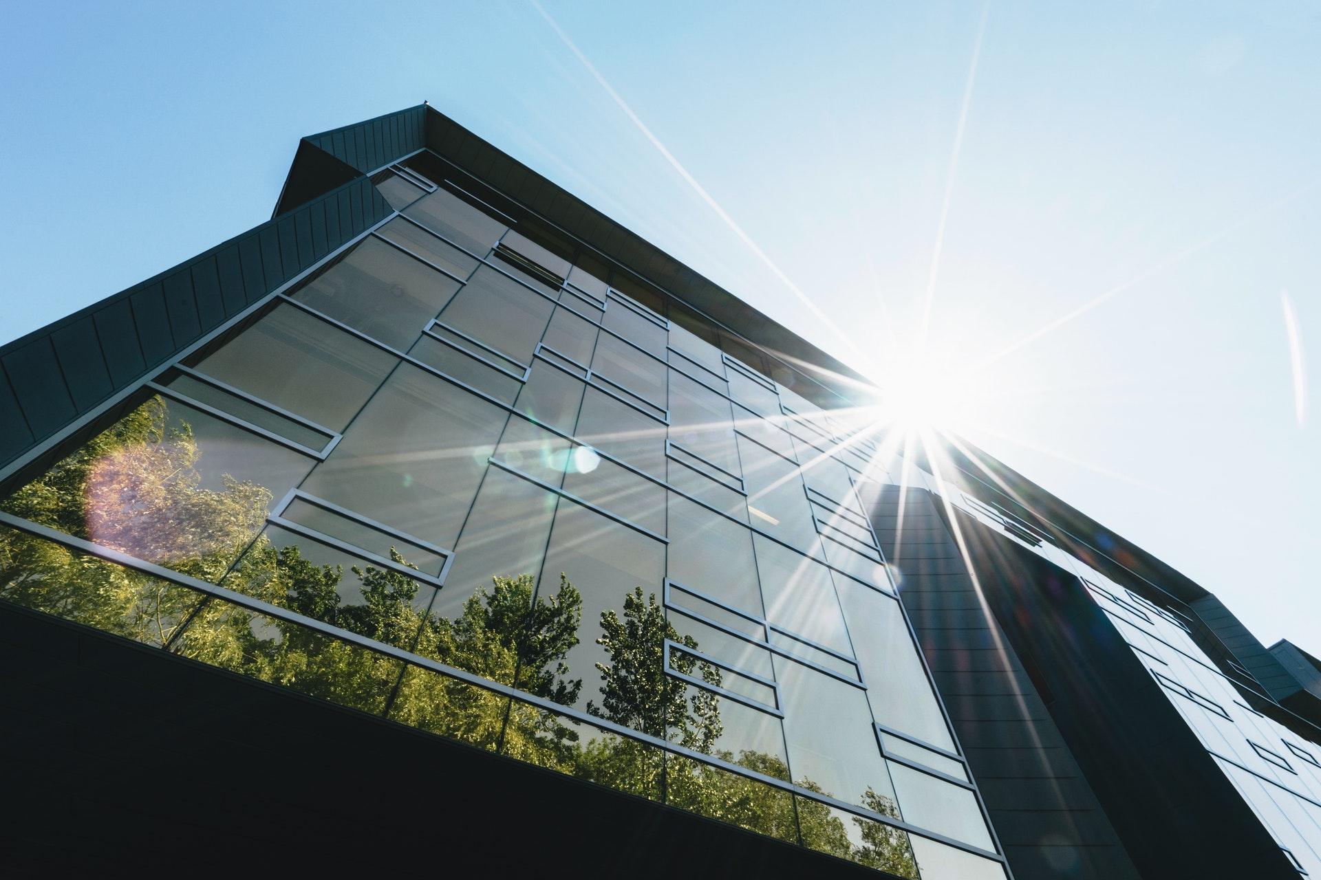 Descubra 4 prédios sustentáveis que usam aquecimento solar no Brasil